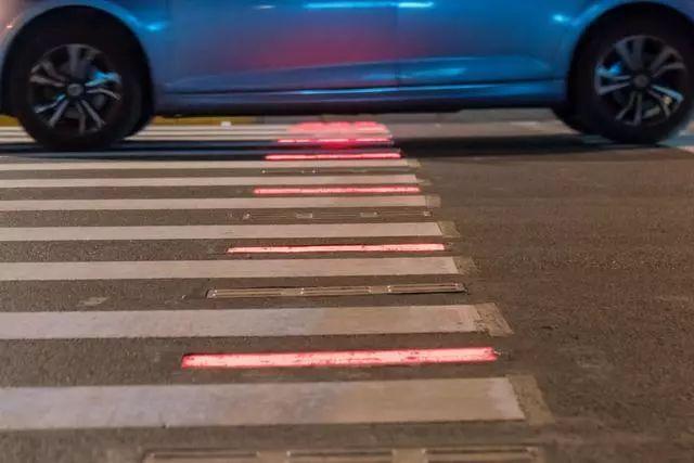 斑马线红绿灯,竟然还有这种黑科技?