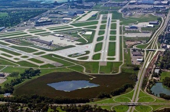 欧捷明星光幕Panachrome+和多媒体显示器在美国圣保罗国际机场投入使用