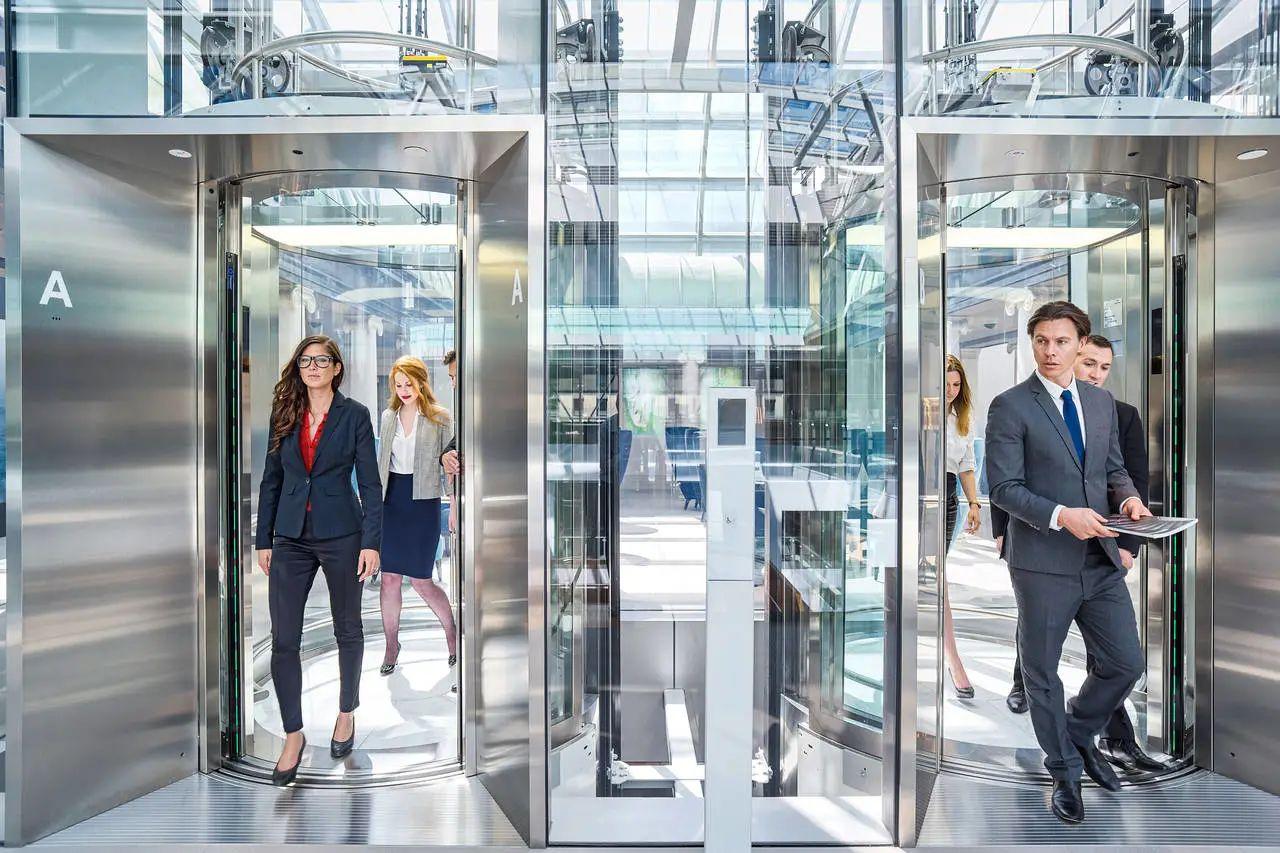 不想被电梯门夹到?试试这款神器!